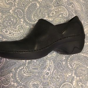 Comfortable working clogs